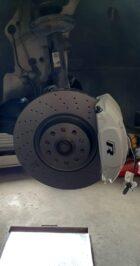golf 7.5 R brembo 4pot calipers oryx white Brembo 340mm brake discs